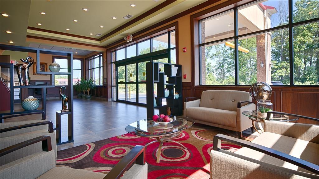 Best Western Acworth Inn - Das moderne Foyer ist ideal, um Freunde zu treffen oder mit anderen Gästen ins Gespräch zu kommen.