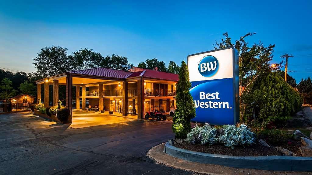 Best Western Braselton Inn - Exterior Night