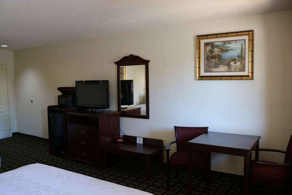 Best Western Milton Inn - Two queen beds non smoking in the interior corridor building with balcony. Come with table, two chairs and mini micro/fridge.
