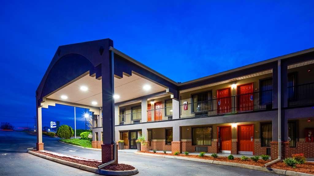 Best Western Shenandoah Inn - Exterior Night