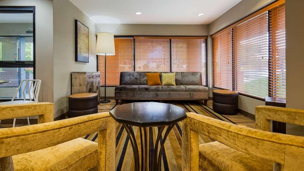 Best Western Shenandoah Inn - Lobby Area