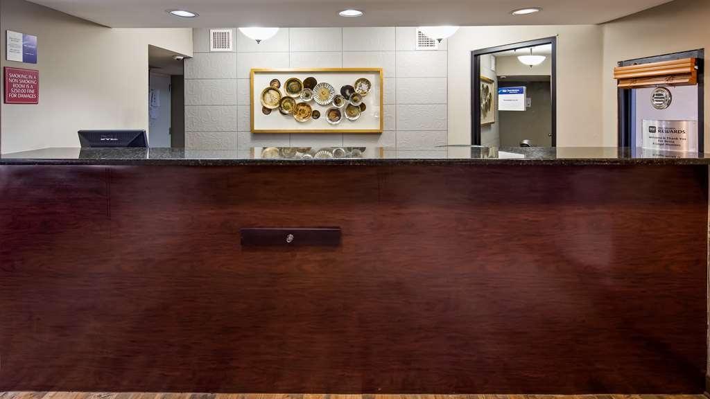 Best Western Shenandoah Inn - Front Desk