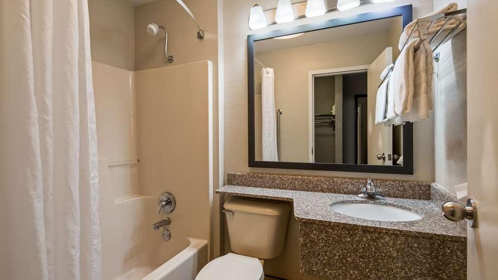 Best Western Shenandoah Inn - Guest Bath