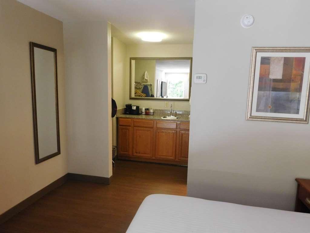 """Best Western Shenandoah Inn - Guest Room """"King Size Bed Room"""""""