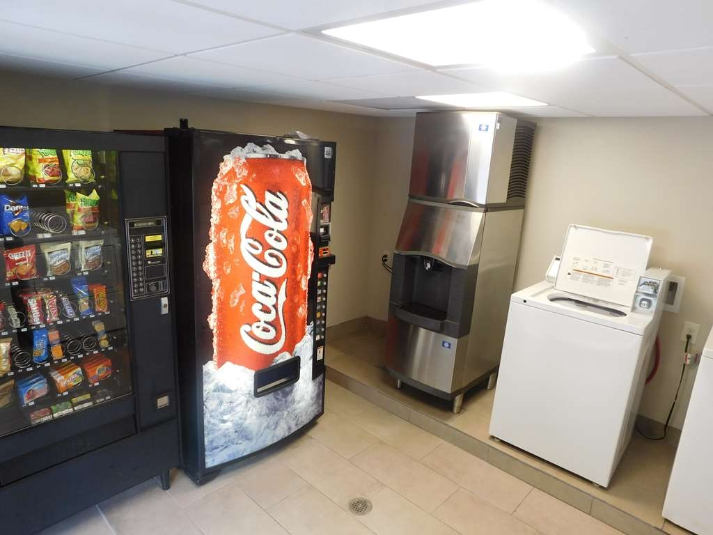 Best Western Shenandoah Inn - Laundry and Vending Area