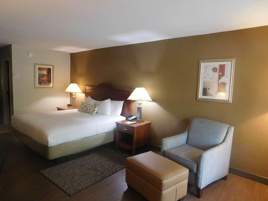 Best Western Shenandoah Inn - King Size Bed