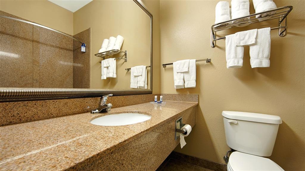 Best Western Opp Inn - Guest Bathroom