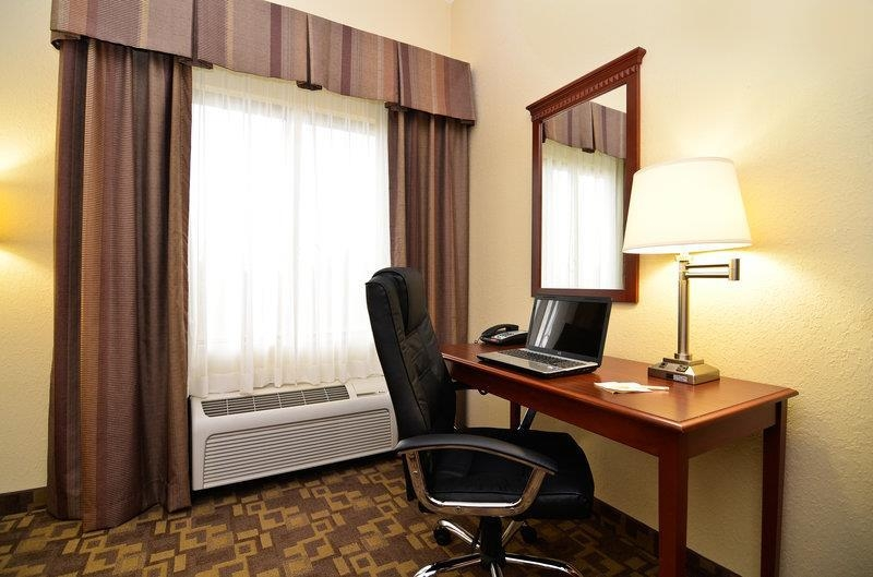 Best Western Opp Inn - Need to catch up on some work? All guest rooms provide a work area with a desk, office chair, and lamp for your convenience