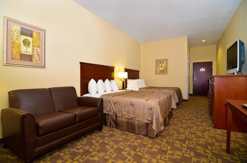 Best Western Opp Inn - Spacious two queen beds suite with sofa bed features 40-inch LCD TV,MP3 alarm clock, microwave, refrigerator, coffee maker, hair dryer, spacious bathtub with dual shower head and a good night sleep on ultimate cuddle bed.