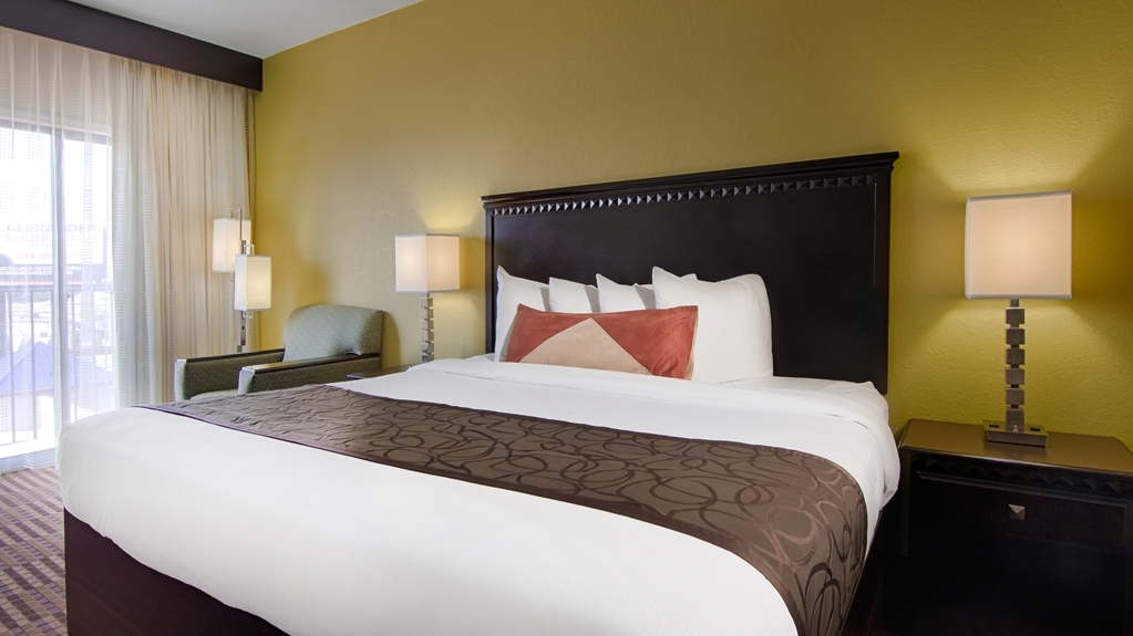 Best Western Plus Atlanta Airport-East - Enjoy a great nights rest and recharge for the next day on our big and comfy king beds.