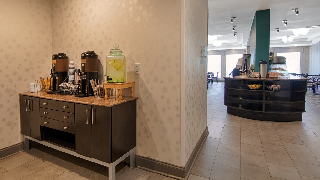 Best Western Plus Atlanta Airport-East - Enjoy a fresh cup of coffee around the clock at our 24-hour coffee station.