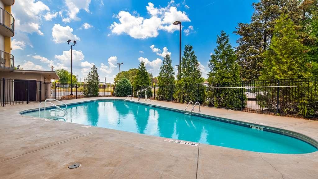 Best Western Plus Atlanta Airport-East - Vista de la piscina