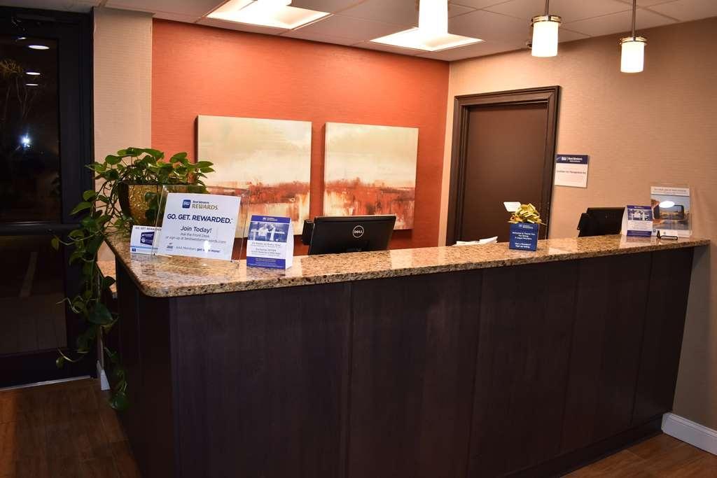 Best Western Southlake Inn - Front desk/ lobby area