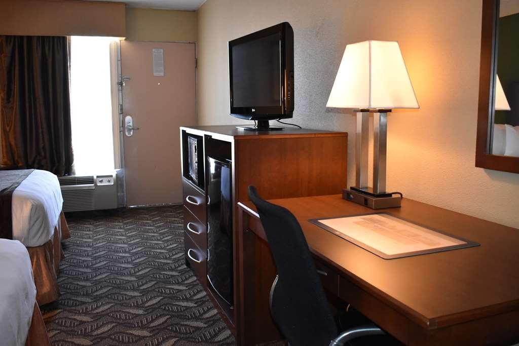 Best Western Southlake Inn - Guest room work desk/mini fridg/microwave
