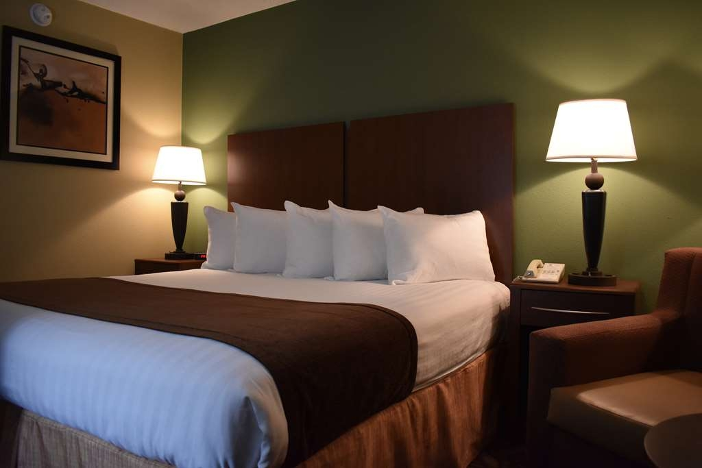 Best Western Southlake Inn - Comfortable king room with mini refrigerator and microwave.