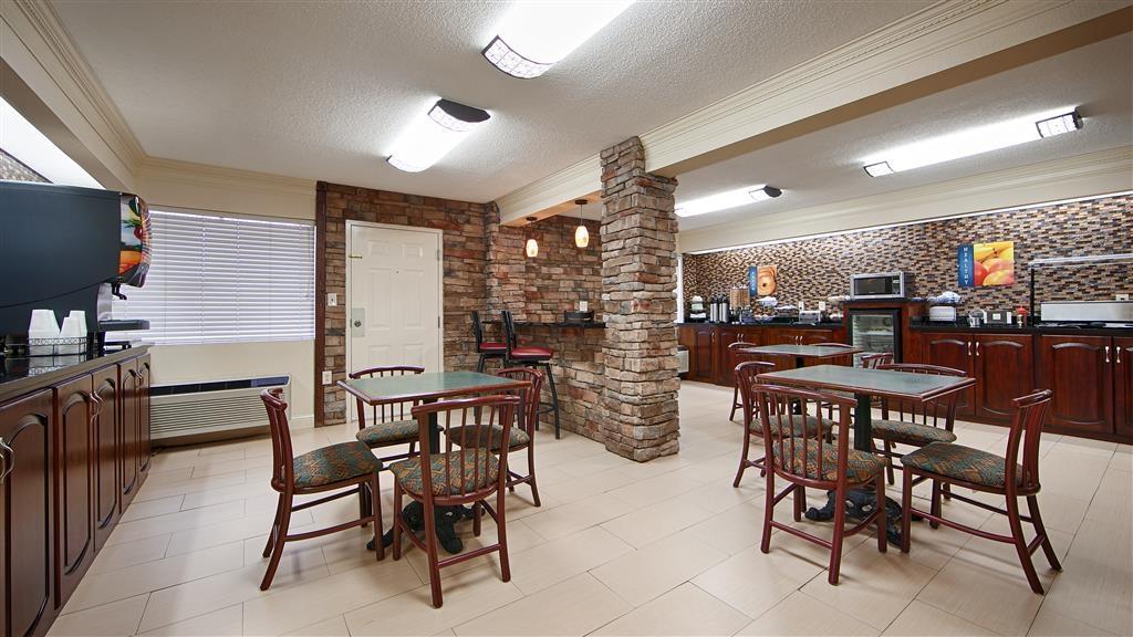 Best Western Inn & Suites of Macon - Zum Frühstück erwartet Sie eine breite Auswahl an Sitzplätzen.