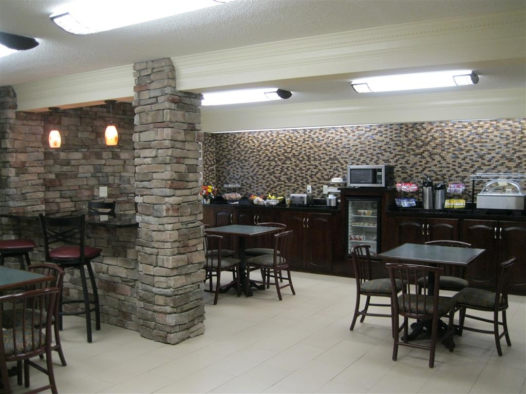 Best Western Inn & Suites of Macon - Enjoy a complimentary hot breakfast in our newly renovated breakfast area.