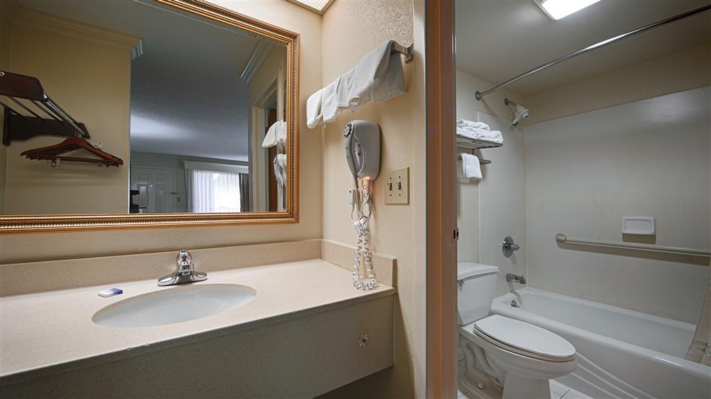 Best Western Inn & Suites of Macon - Guest Bathroom