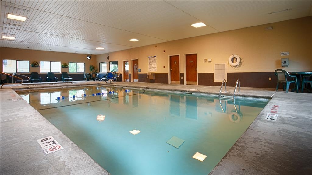 Best Western Inn & Suites of Macon - Plan an afternoon with the family at our indoor heated swimming pool.