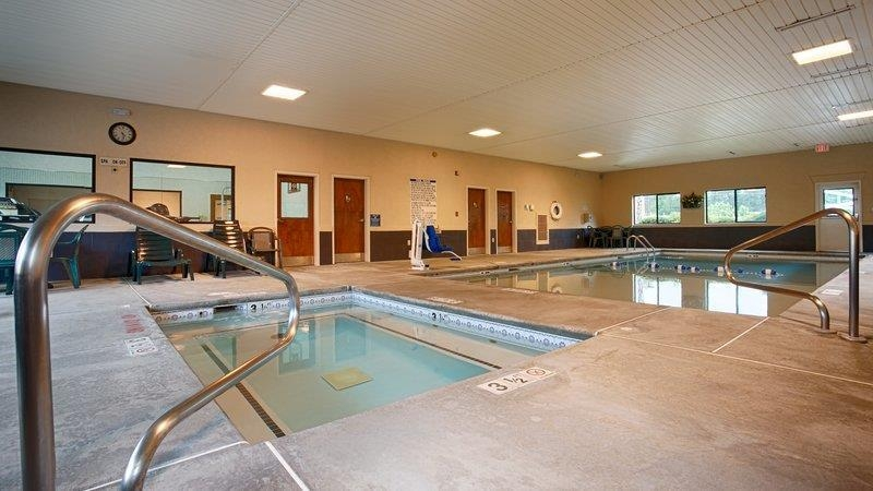 Best Western Inn & Suites of Macon - Relax and feel rejuvenated with a swim in our indoor hot tub.