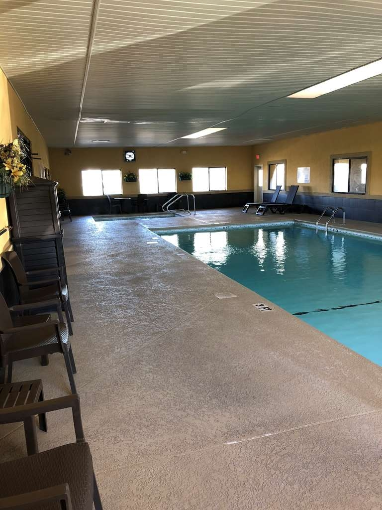 Best Western Inn & Suites - Large Indoor Pool. Open Late