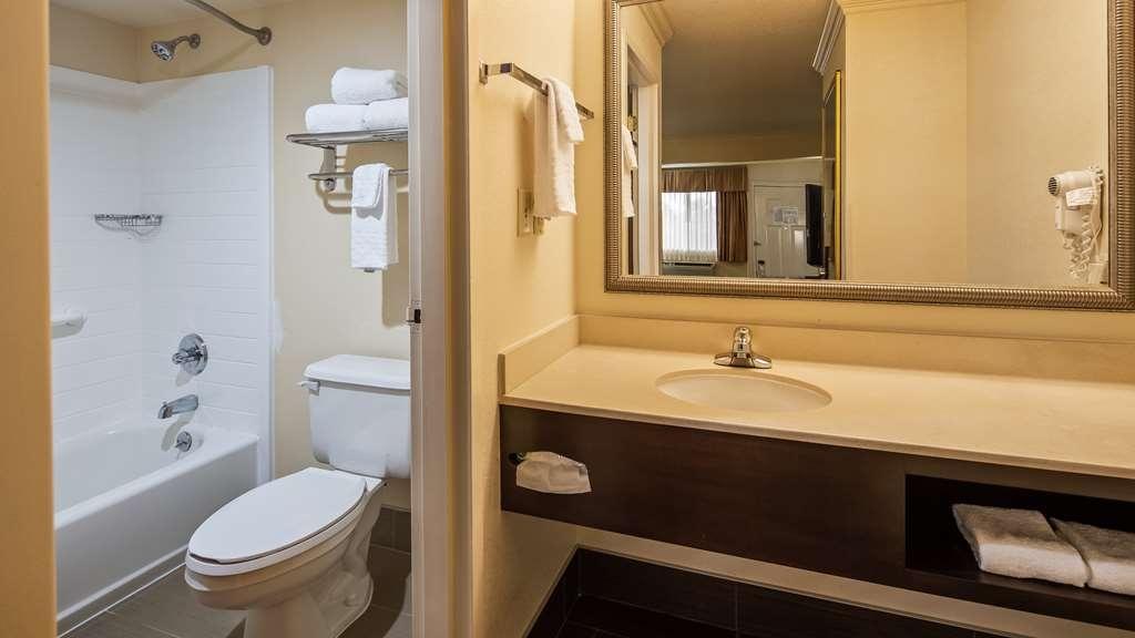 Best Western Inn & Suites - Bathroom