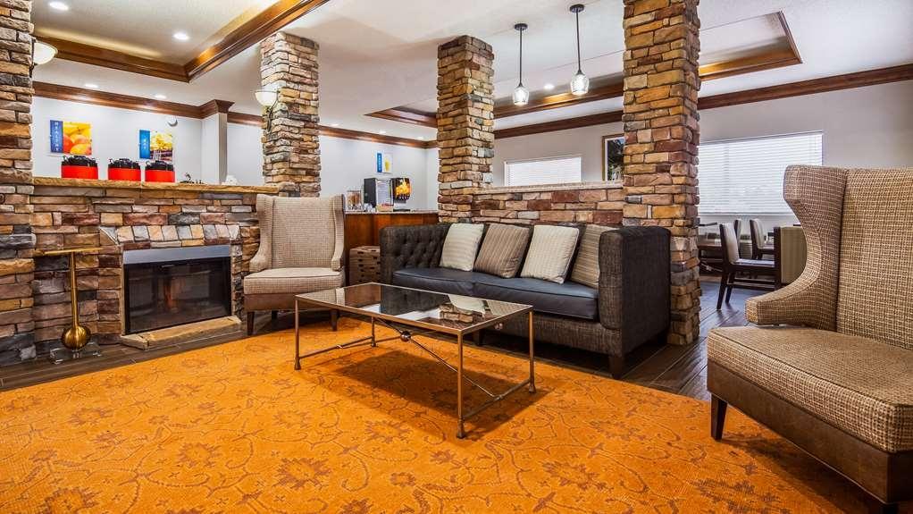Best Western Inn & Suites - Lobby