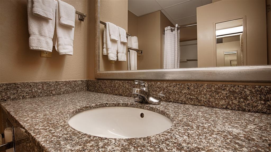 Best Western Plus Russellville Hotel & Suites - Cuarto de baño de clientes