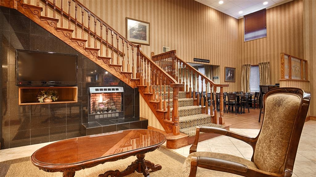 """Best Western Plus Russellville Hotel & Suites - Desde el mismo momento en el que accedan al vestíbulo del hotel, los huéspedes se sentirán como parte de nuestra familia y podrán disfrutar de nuestro concepto de hospitalidad """"Stay With People Who Care""""."""