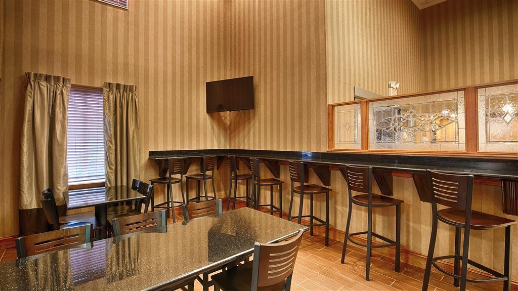 Best Western Plus Russellville Hotel & Suites - Un grand choix de sièges vous est proposé pour déguster votre petit déjeuner.