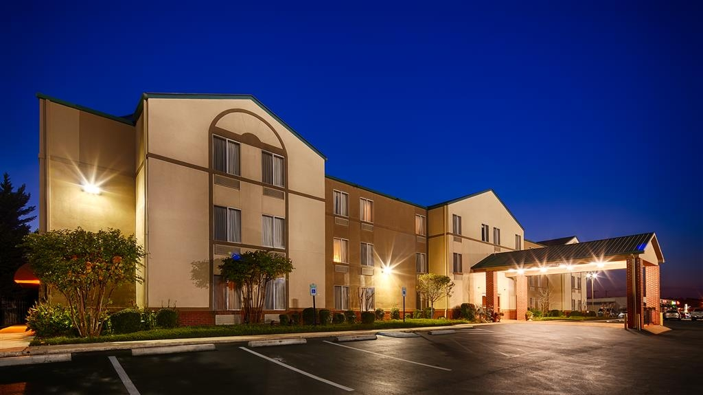 Best Western Plus Russellville Hotel & Suites - At BEST WESTERN PLUS Russellville Hotel & Suites we focus on the details to make you feel at home.