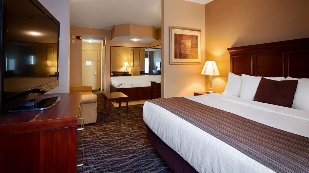 Best Western Plus Russellville Hotel & Suites - King Mini Suite with Whirlpool