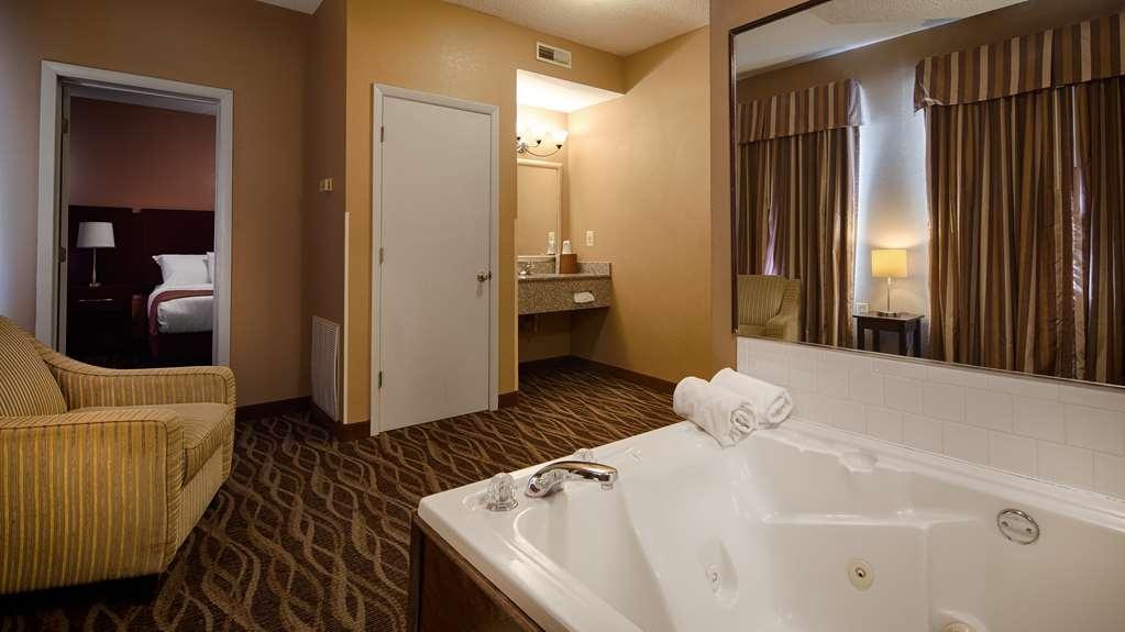 Best Western Plus Russellville Hotel & Suites - Presidential Suite Whirlpool