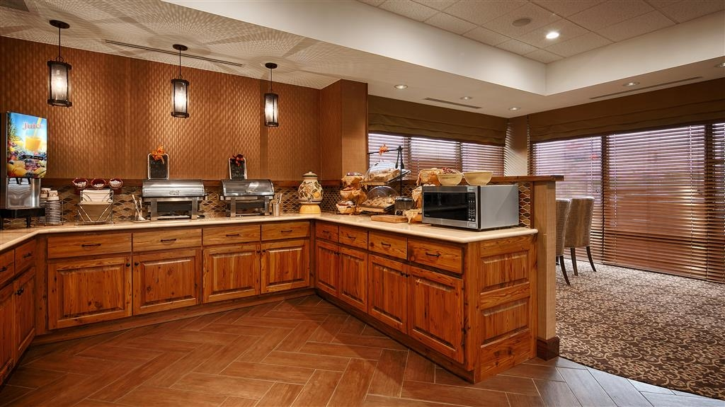 Best Western Colonial Inn - Enjoy a balanced and delicious breakfast with choices for everyone.