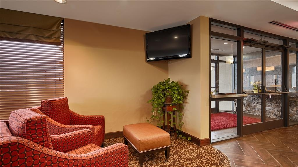 Best Western Colonial Inn - We strive to exceed your every expectation starting from the moment you walk into our lobby.