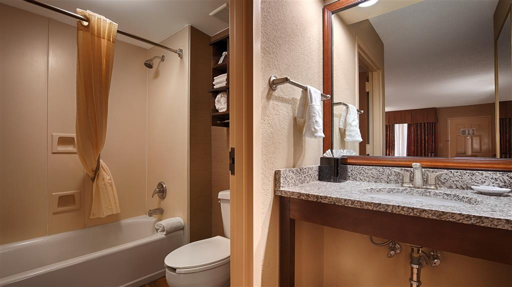 Best Western Colonial Inn - Salle de bains