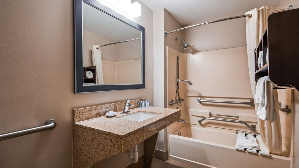 Best Western Plus McDonough Inn & Suites - Suite