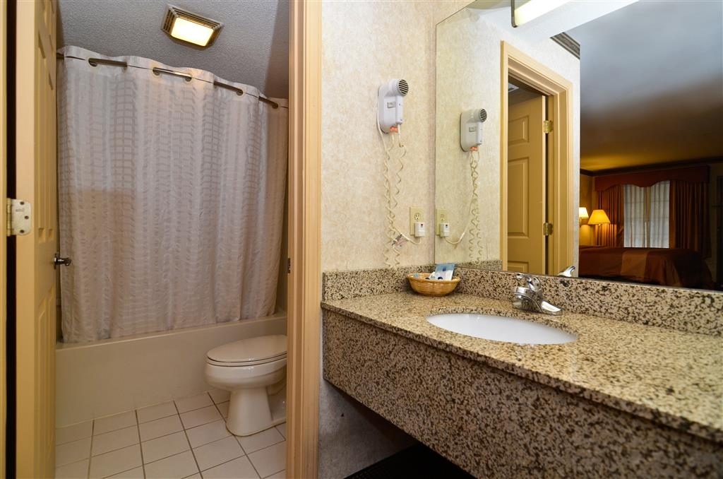 Best Western Allatoona Inn & Suites - Enjoy getting ready for a day of adventure in this fully equipped guest bathroom.