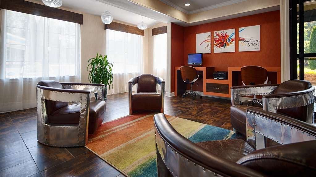 Best Western Allatoona Inn & Suites - Relax and have a cup of coffee with friends in our new lounge area.
