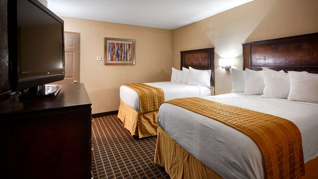 Best Western Allatoona Inn & Suites - Two room suites have two queen beds in the sleeping area, full size sofa sleeper in the living area and 2 separate TV's.