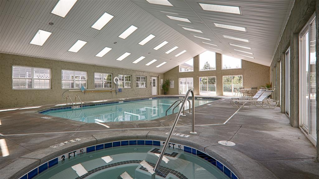 Best Western Mountain View Inn - Relax and feel at peace with a dip in our indoor hot tub.