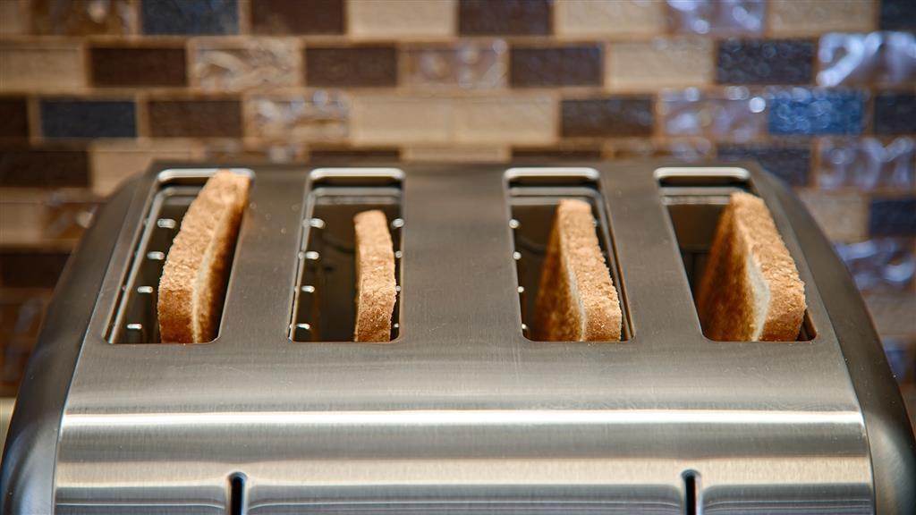 Best Western Ashburn Inn - Inizia la giornata nel modo giusto con una colazione gratuita.