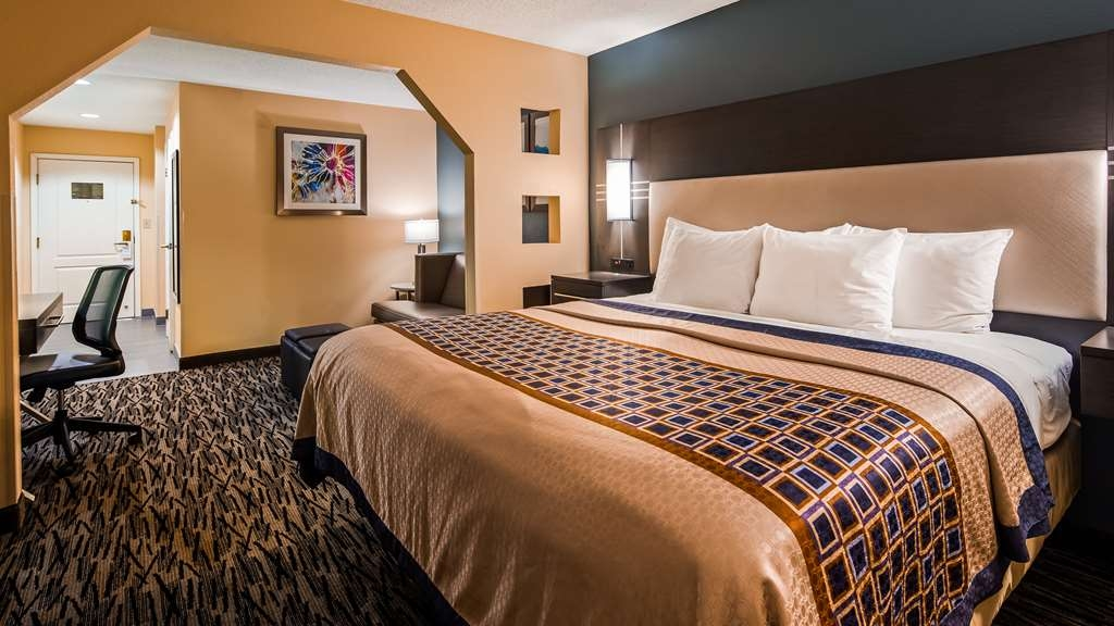 Best Western Bradbury Inn & Suites - Guest Room