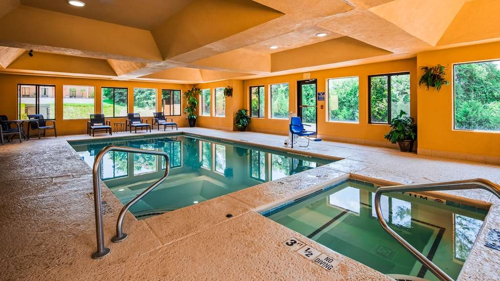 Best Western Bradbury Inn & Suites - Indoor Pool and Hot Tub