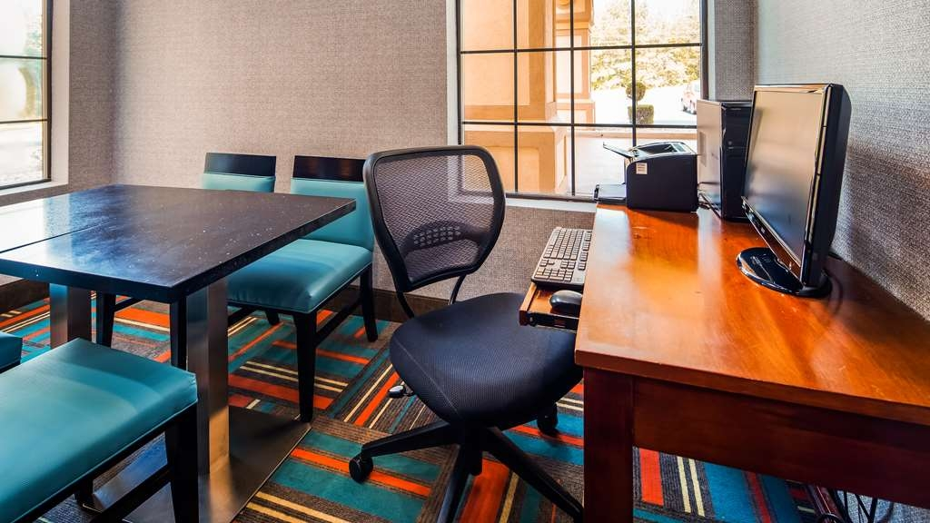 Best Western Bradbury Inn & Suites - Business Center