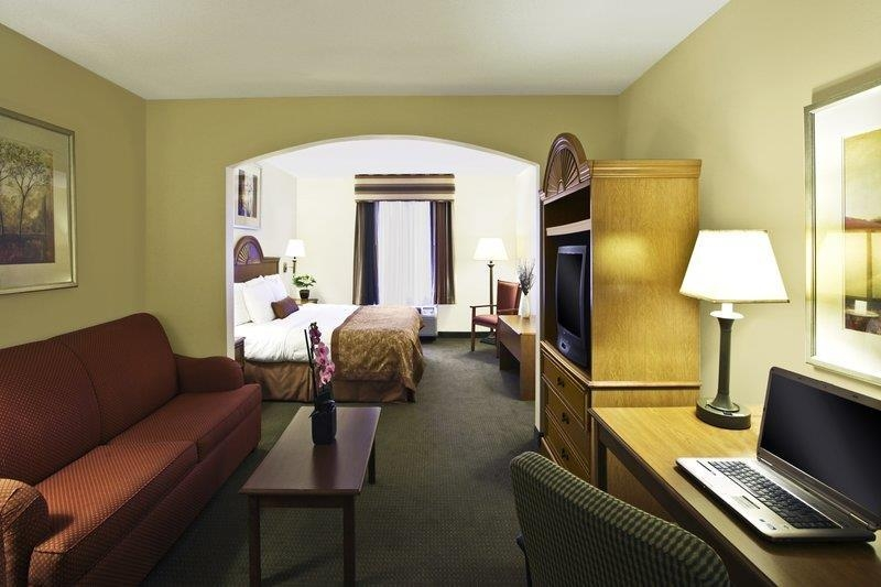 Best Western Plus Richmond Hill Inn - Suite de lujo con cama de matrimonio extragrande