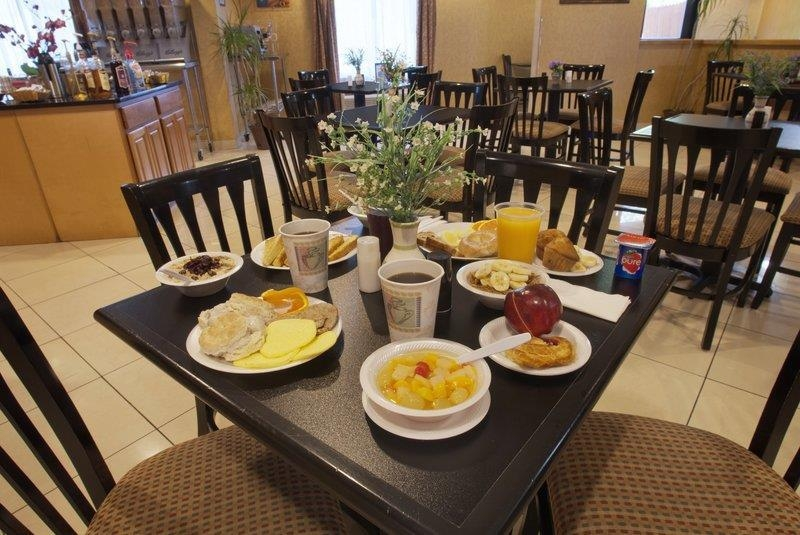 Best Western Plus Richmond Hill Inn - Desayuno