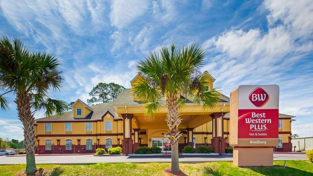 Best Western Plus Bradbury Inn & Suites - Façade