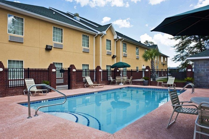 Best Western Plus Bradbury Inn & Suites - Vue de la piscine