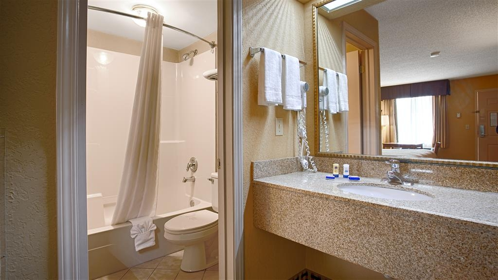 Best Western Bradford Inn - Guest Bathroom
